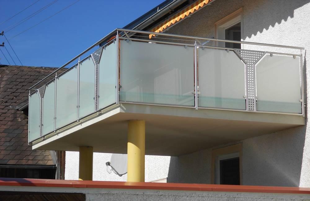 Ein Balkon Bzw. Das Geländer Sind Die I Tüpfelchen Bei Einem Haus, Denen  Oft Zu Wenig Bedeutung Geschenkt Wird, Denn Sie Steigern Die Wohnqualität  Enorm.